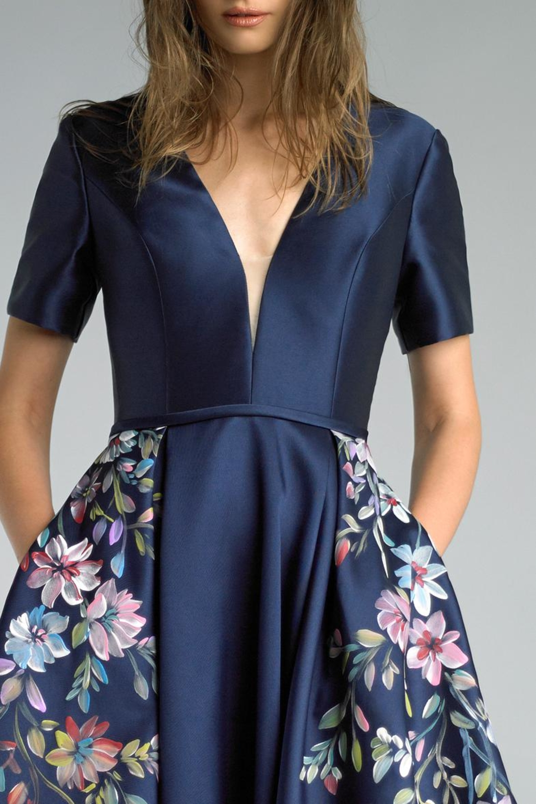 Basix Short Sleeve Gown - Side Cropped Image