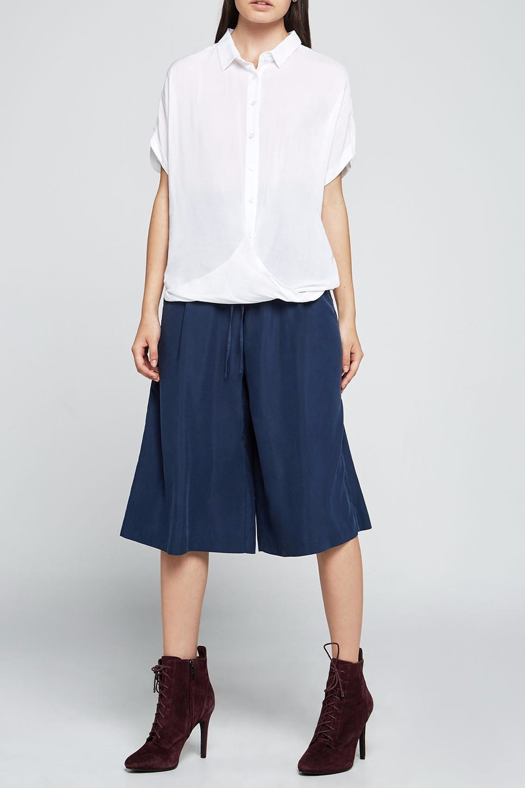 BCBGeneration Button Up Shirt - Side Cropped Image