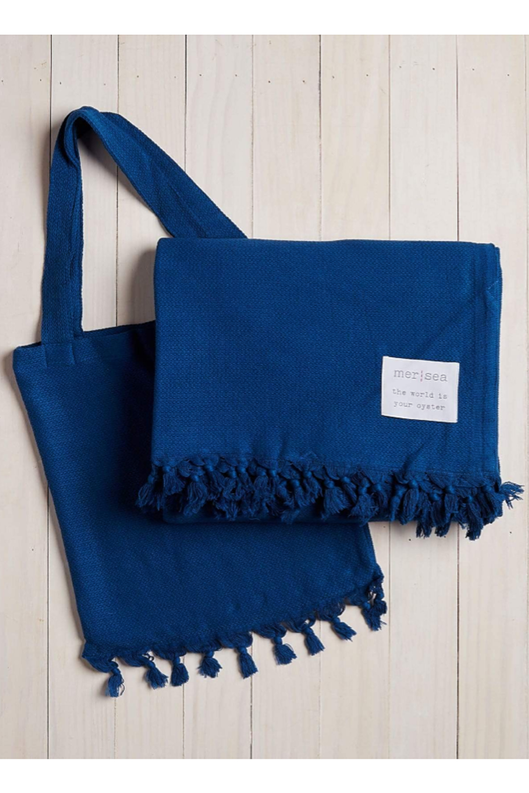 The Birds Nest BEACH BLANKET WITH TOTE BAG - Front Cropped Image