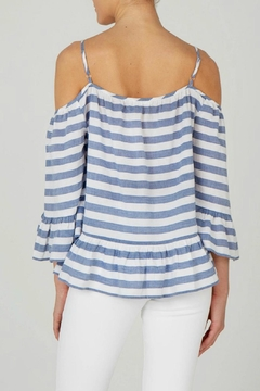 beachlunchlounge Cold Shoulder Top - Alternate List Image