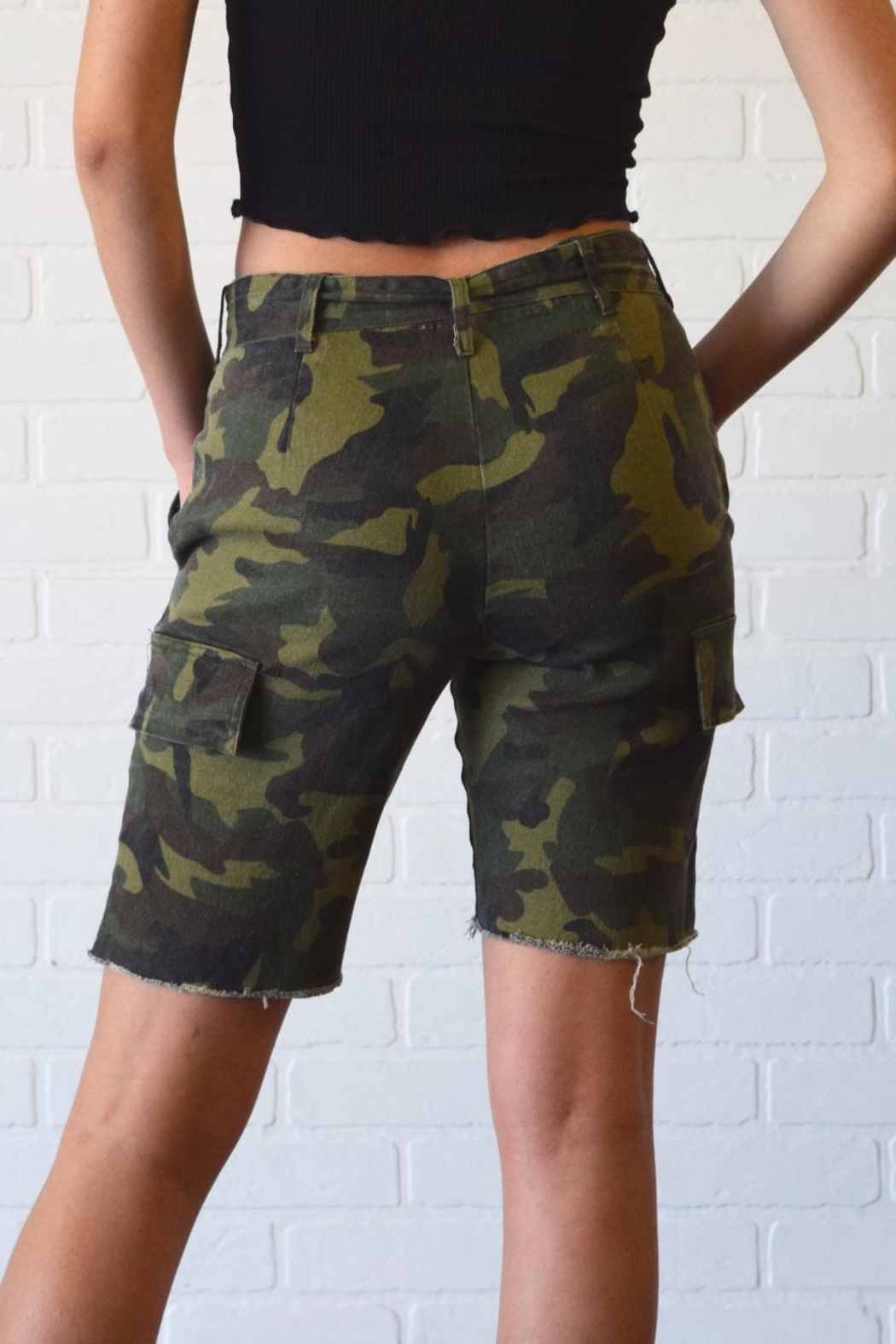 Better Be Belted Bermuda Shorts - Side Cropped Image