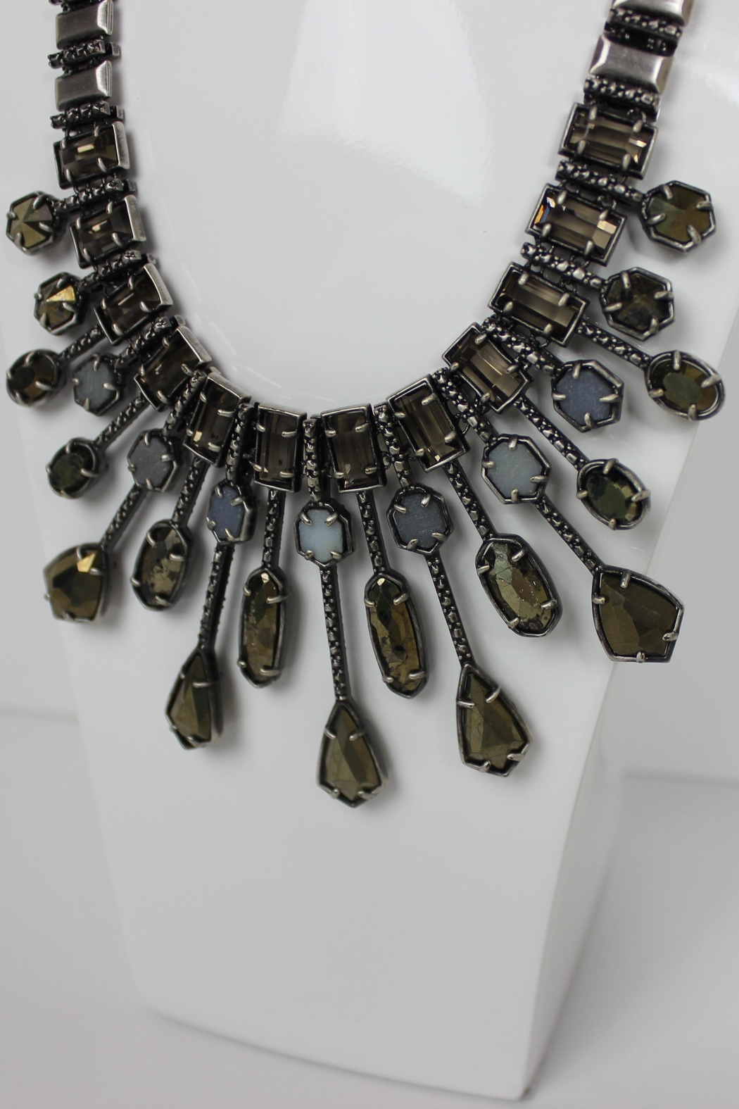 Kendra Scott Bette Statement Necklace - Side Cropped Image