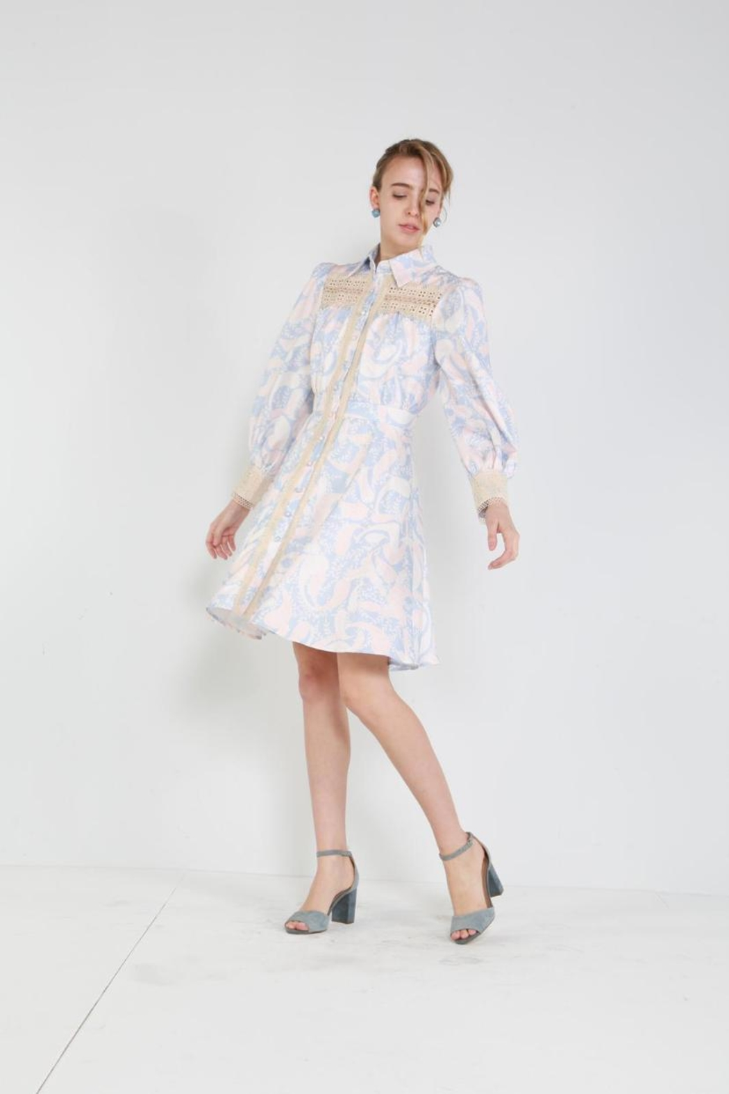 beulah Button-Down Lace-Trim Dress - Side Cropped Image
