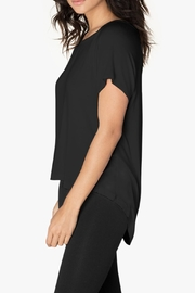 Beyond Yoga High-Low Tee - Side cropped