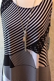 Libra Black and white abstract print tunic top - Front cropped