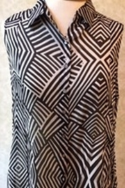 casual studio Black and white safari print top - Front cropped