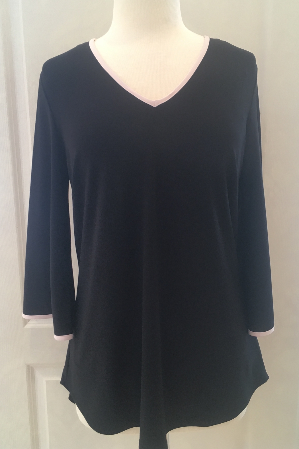 Frank Lyman Black blouse tunic - Front Cropped Image