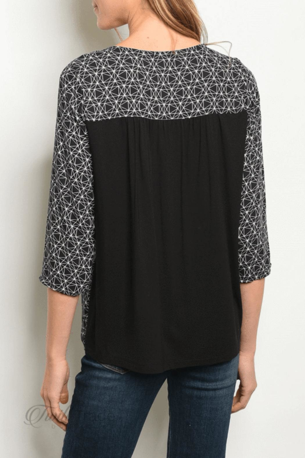 Gilli Black Cream Top - Front Full Image