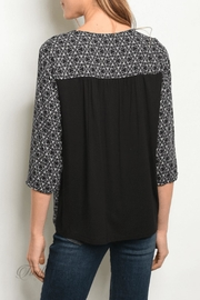 Gilli Black Cream Top - Front full body