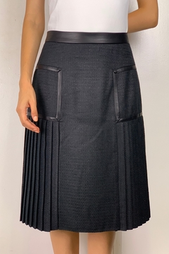 Mossaic Black Pleated Faux Leather Trim Skirt 27