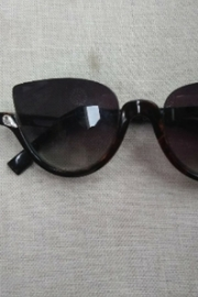 Tiny House of Fashion Black Sunglasses - Front cropped