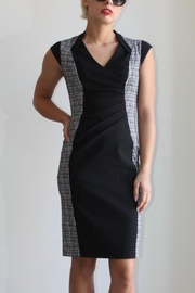 Joseph Ribkoff black & white sheath dress with cap sleeves - Front cropped