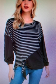 annabelle Black/white Top - Front cropped