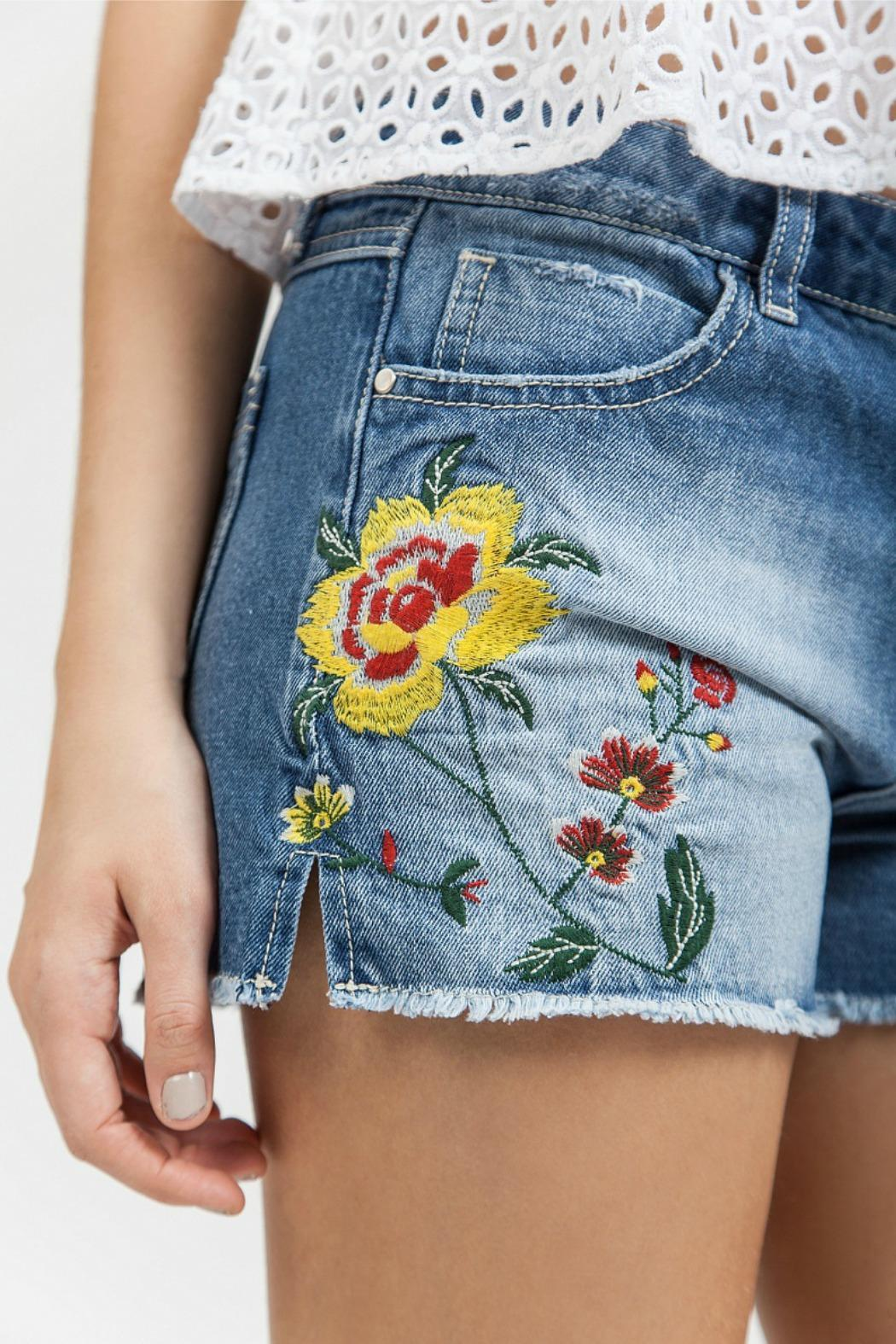 Blu Pepper Embroidered Denim Shorts - Side Cropped Image
