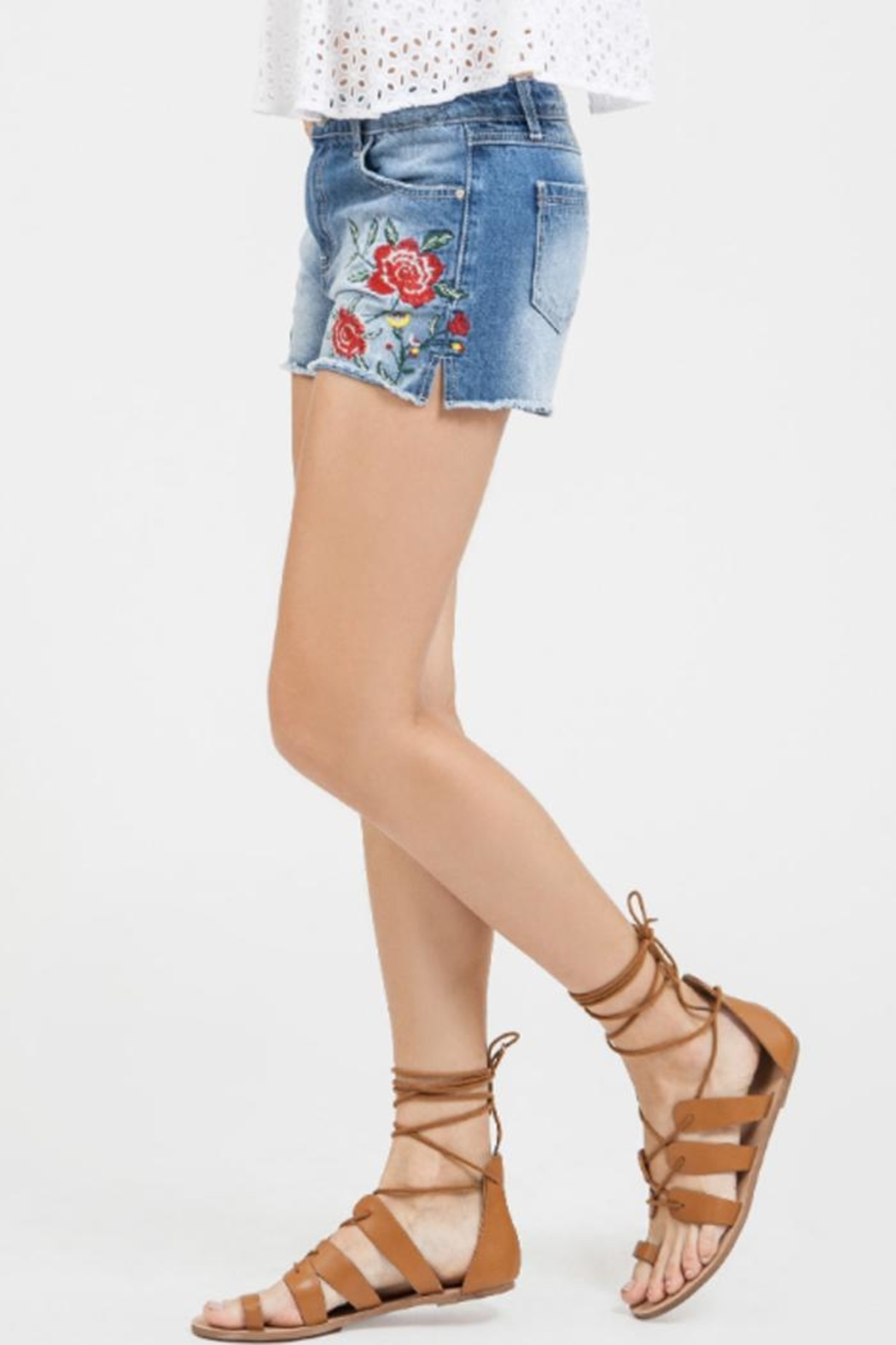 Blu Pepper Floral Embroidered Shorts - Side Cropped Image