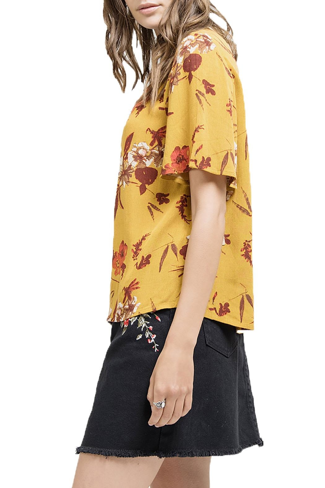 Blu Pepper V-Neck Floral Shirt - Side Cropped Image