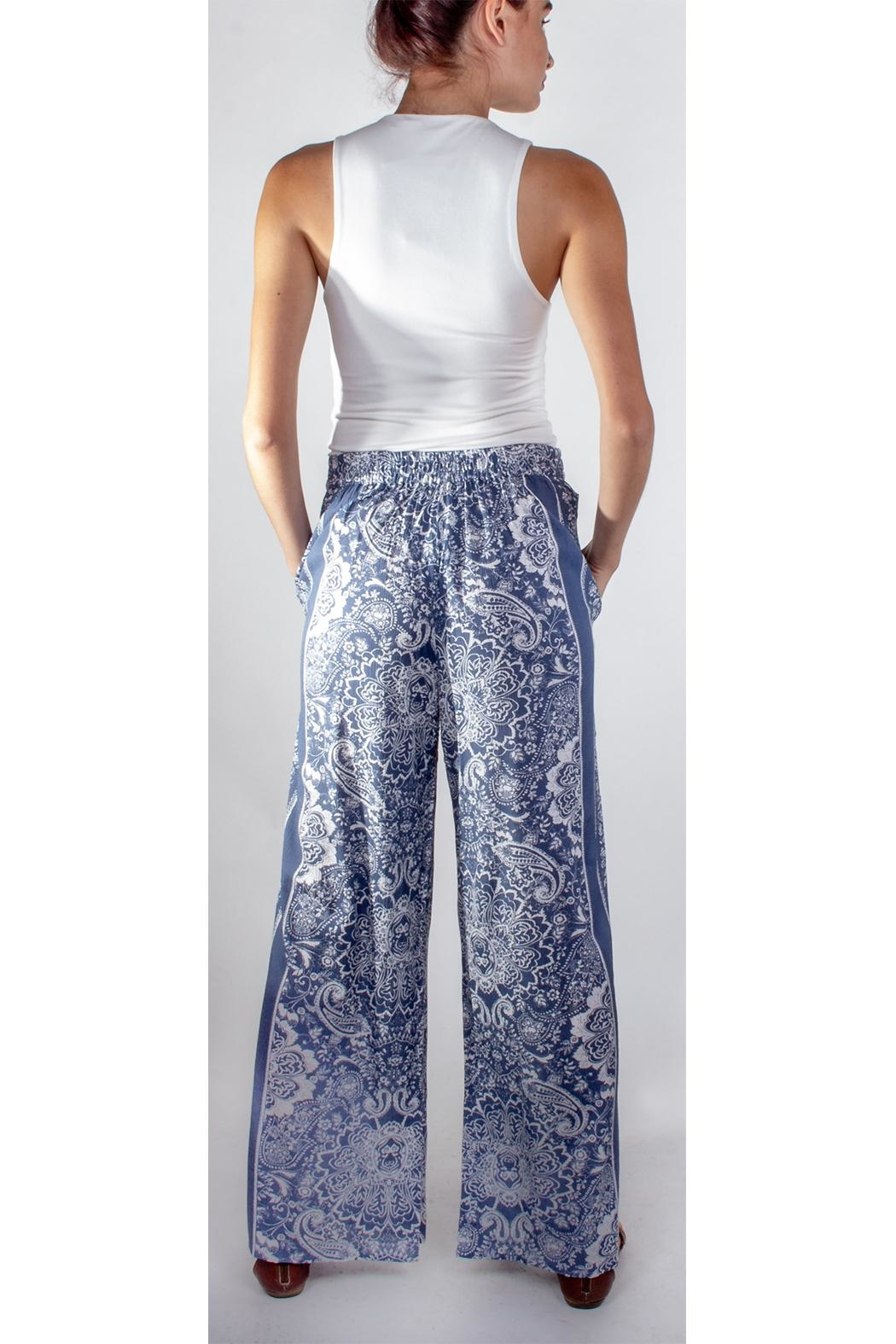 En Creme Blue Paisley Pants - Side Cropped Image