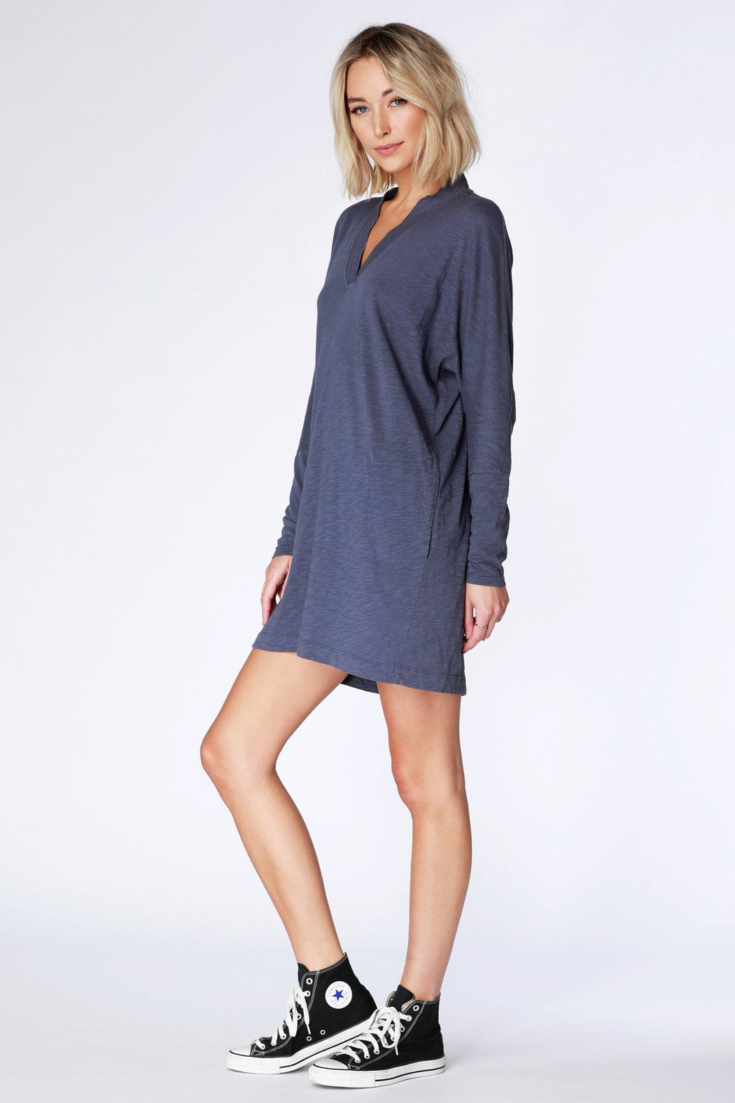 Bobi V-Neck Dolam Dress - Side Cropped Image