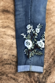 Tru Luxe Botonical Embrodiered Jean - Side cropped