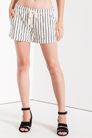 z supply Boyfriend Short - Front cropped