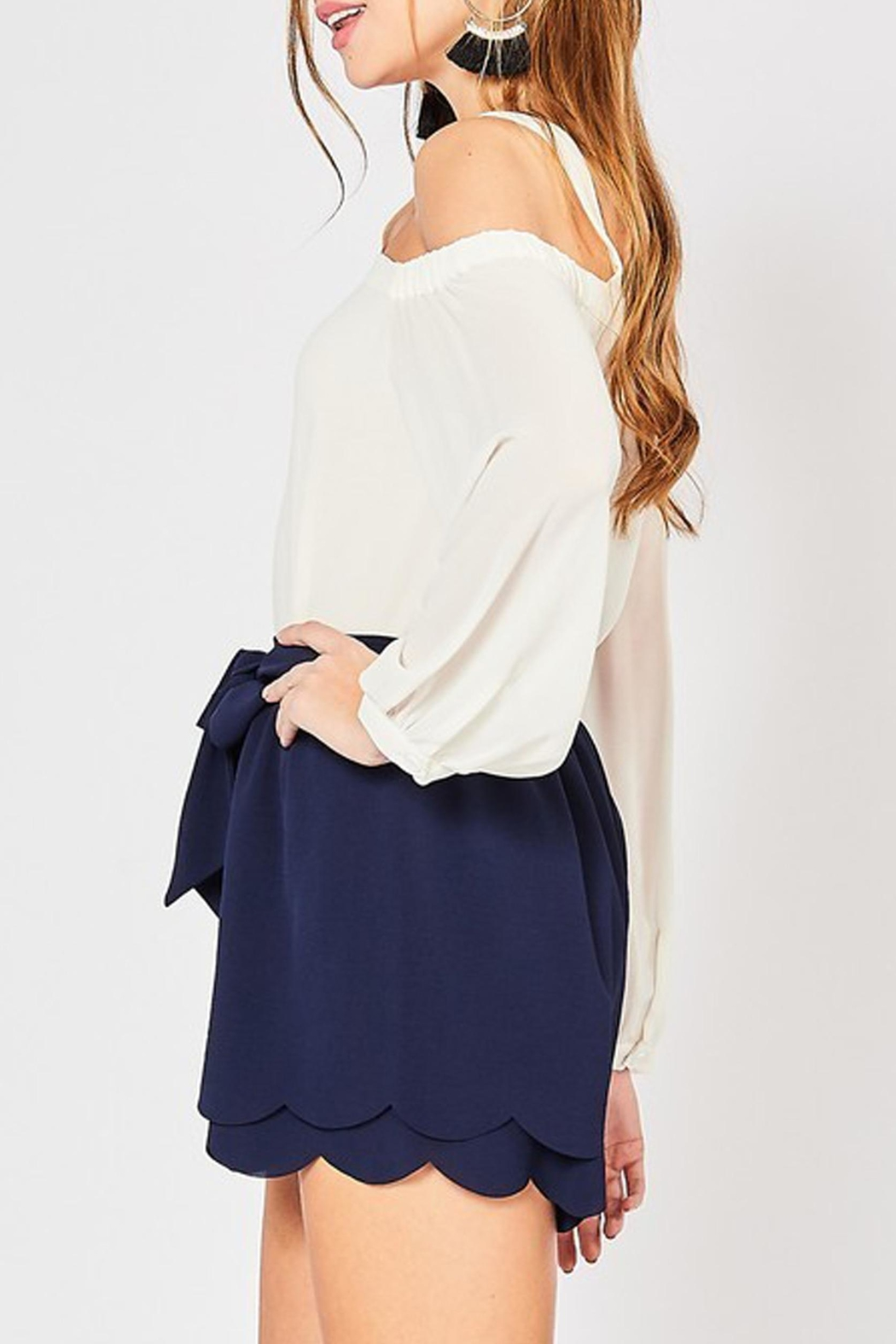 Style Trolley Bri Scalloped Shorts - Side Cropped Image