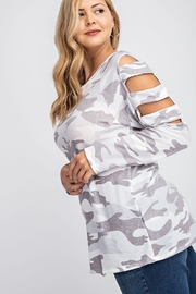 143 Story BRUSHED CAMO PRINT TOP - Side cropped