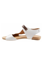 Bueno Shoes Bueno Kina Sandals - Front full body