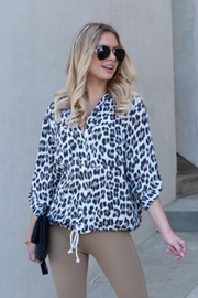 Venti 6 Button Down Leopard - Front cropped