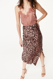 Cami NYC Racer Charmeuse Sienna - Side cropped