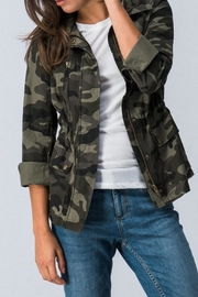 Trend:notes Camo Jacket - Back cropped