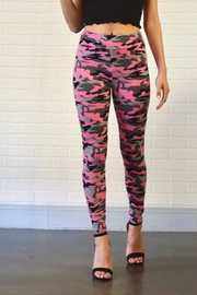Better Be Camo Leggings - Front cropped