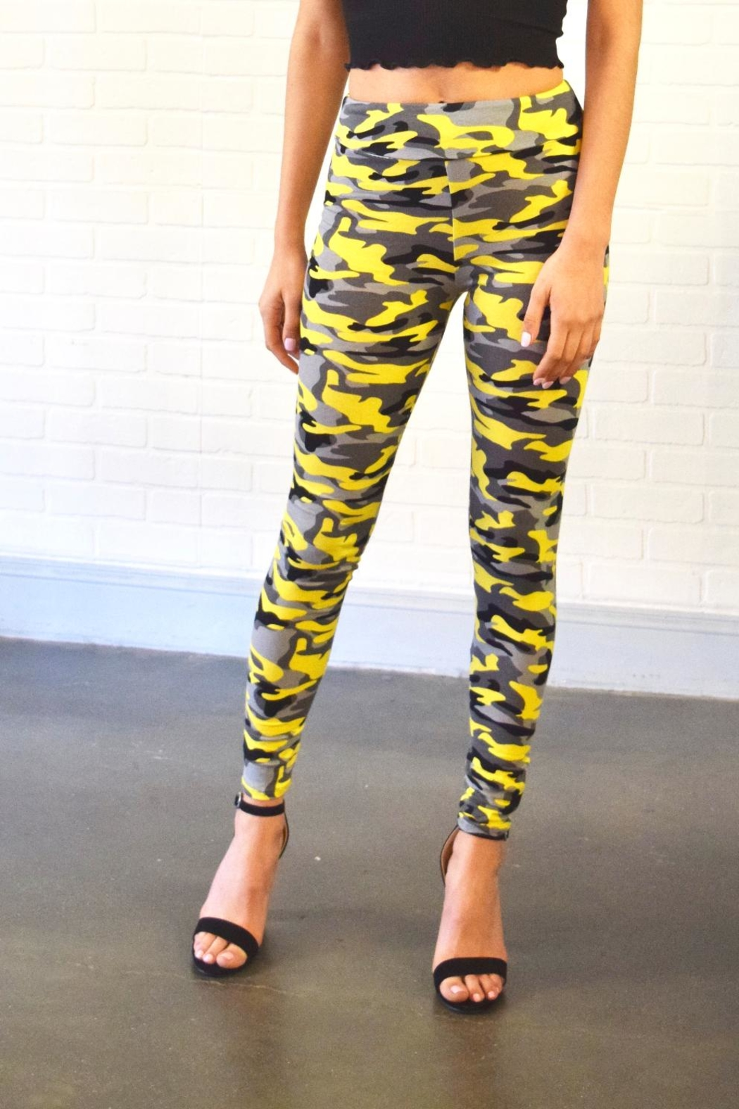 Better Be Camo Leggings - Front Cropped Image