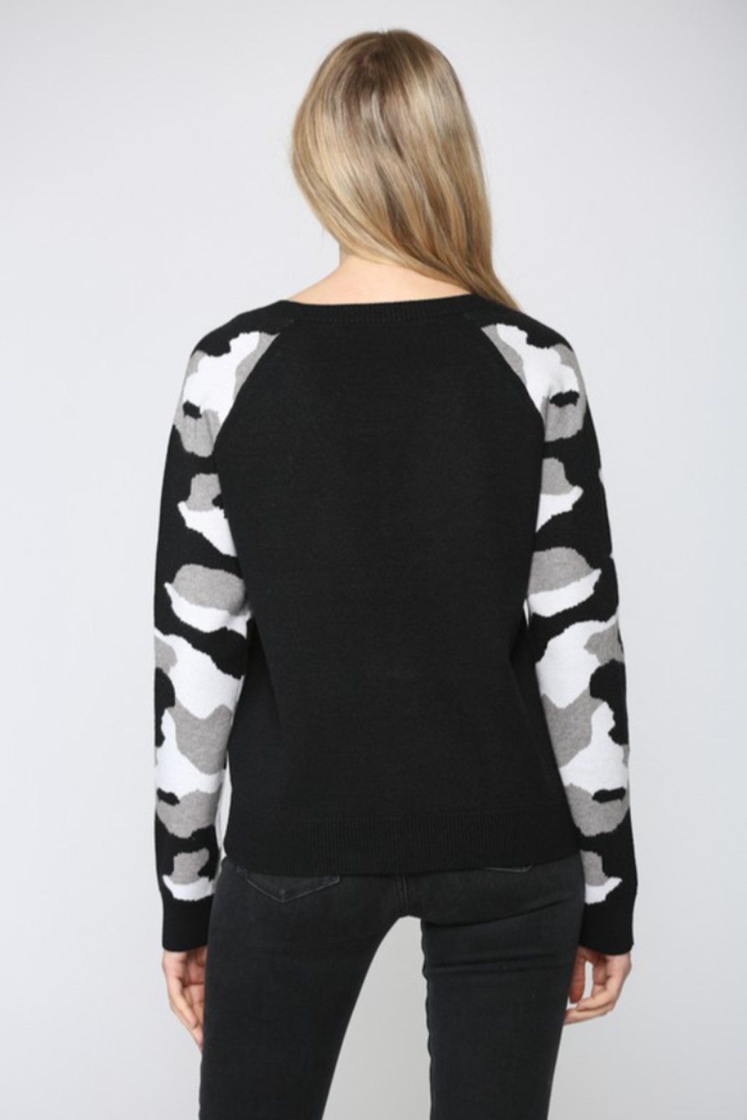 Fate Camo Sleeve Sweater - Side Cropped Image