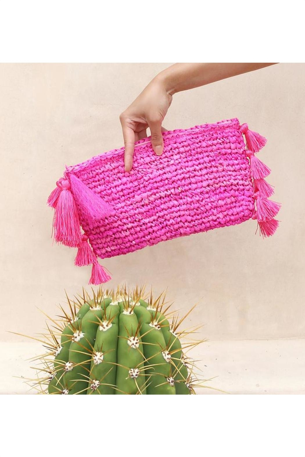 Brunna Co Canggu Woven Clutch - Side Cropped Image