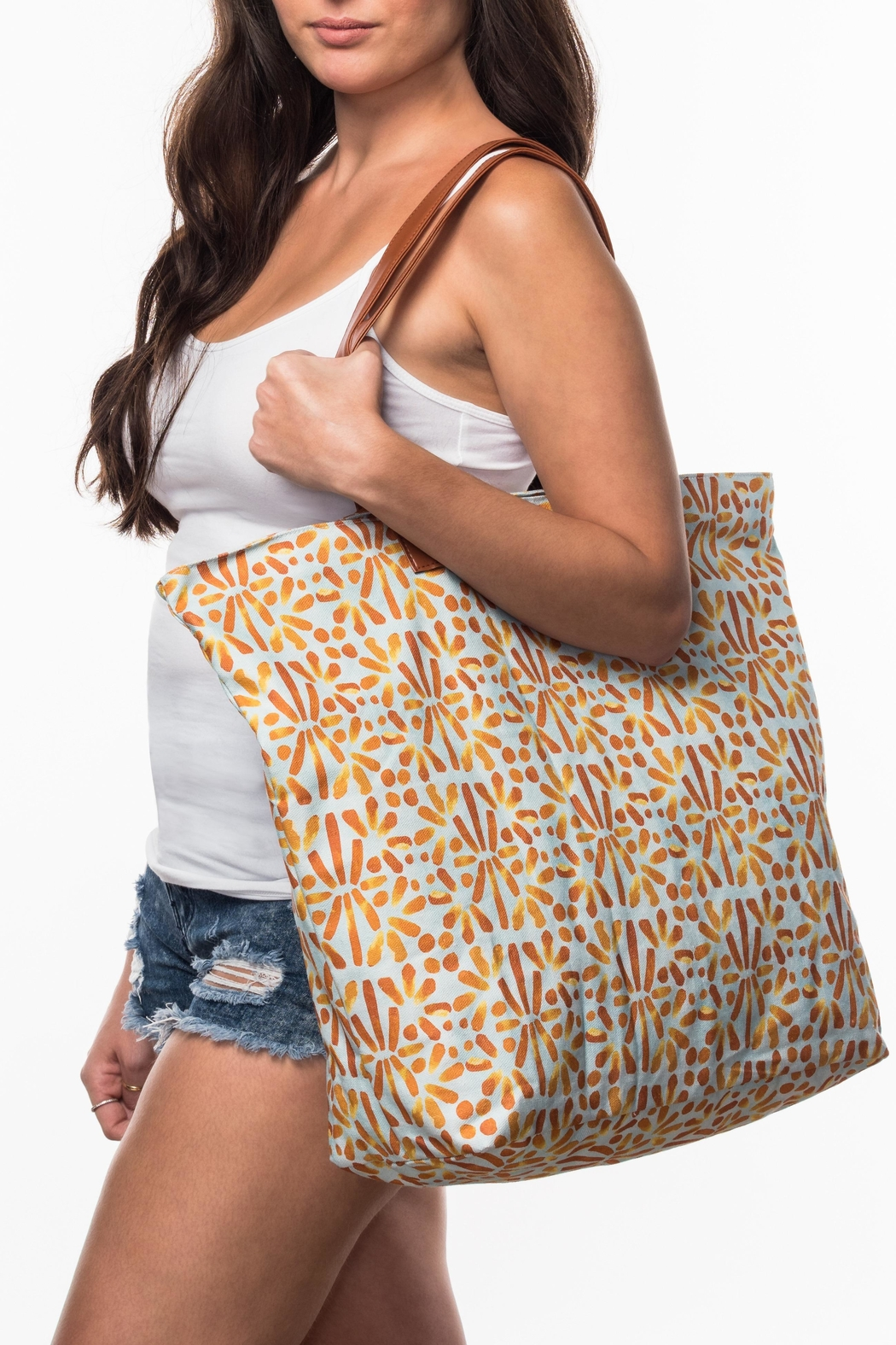 Olive & Loom Canvas Beach Bag - Front Cropped Image