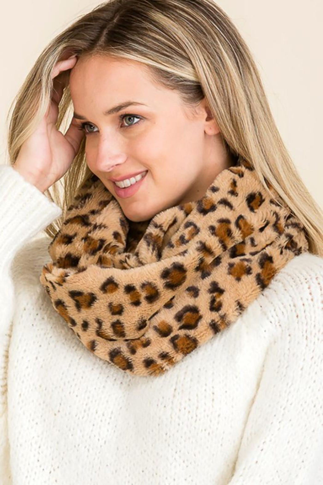 Cap Zone Leopard Pattern Faux Fur Infinity Scarf - Front Cropped Image