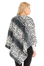 Cap Zone Leopard Patterned And Striped Throw Over Faux Fur Poncho - Side cropped