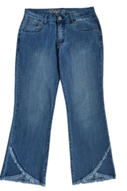 Ethyl  Capri denim, Frayed Scallop Front styling at the hem. - Front cropped