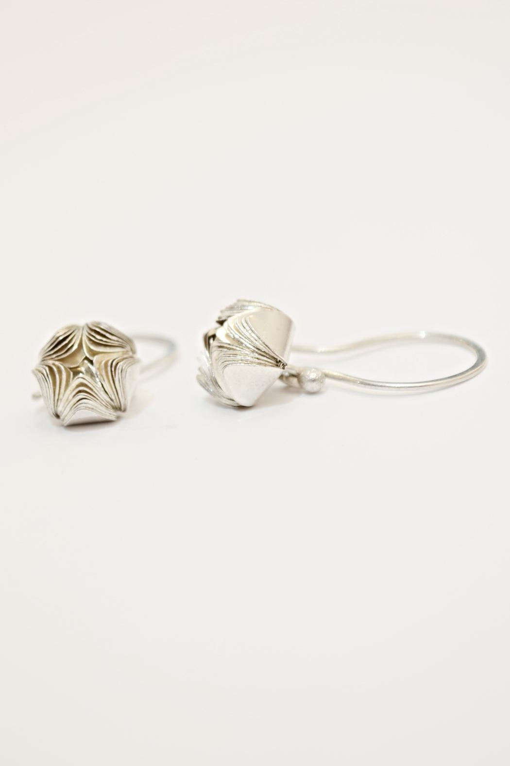 Carolina Lutz Silver Flower Earring - Main Image