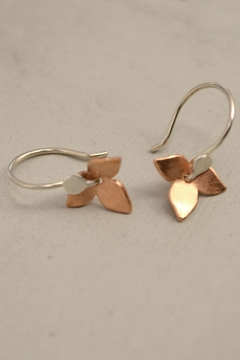Carolina Lutz Small Flower Earrings - Alternate List Image
