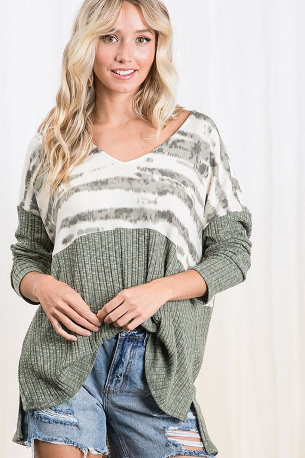 Mint Cloud Boutique Colorblock Casual Boxy Tunic Top - Back Cropped Image
