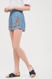 Blu Pepper Chambray Embroidered Shorts - Side cropped
