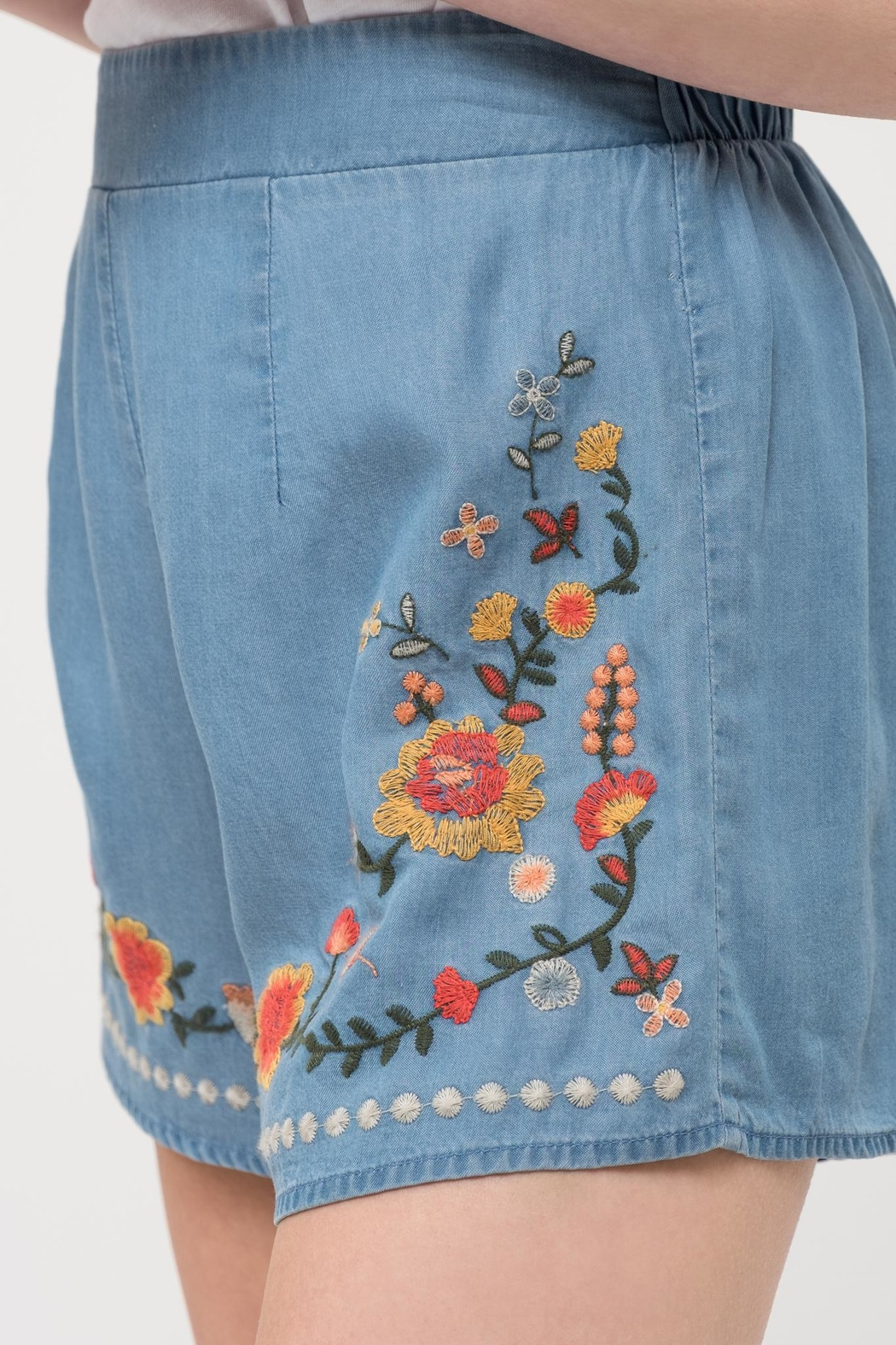 Blu Pepper Chambray Embroidered Shorts - Back Cropped Image