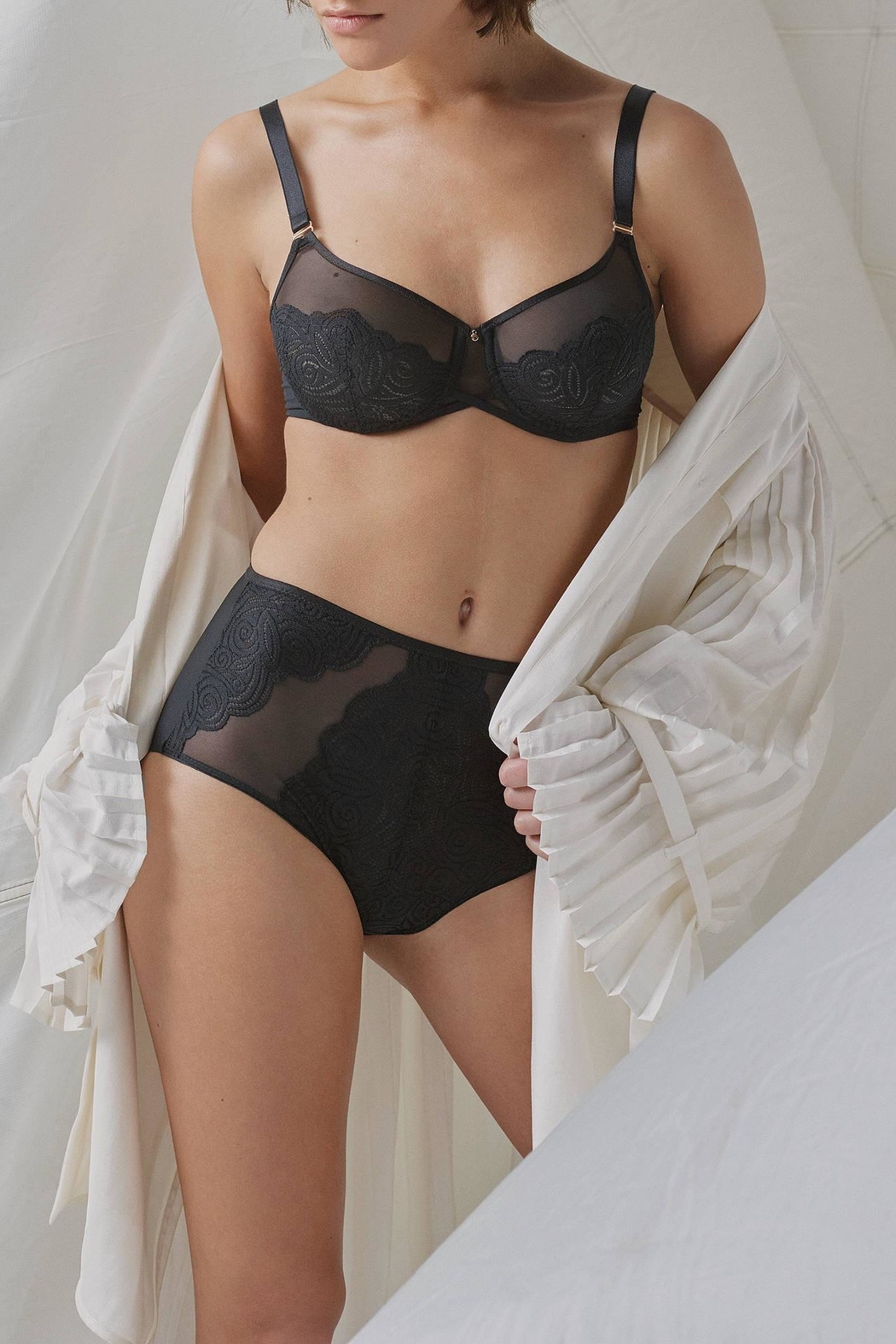 Chantelle Pyramid Full-Cup Bra - Side Cropped Image