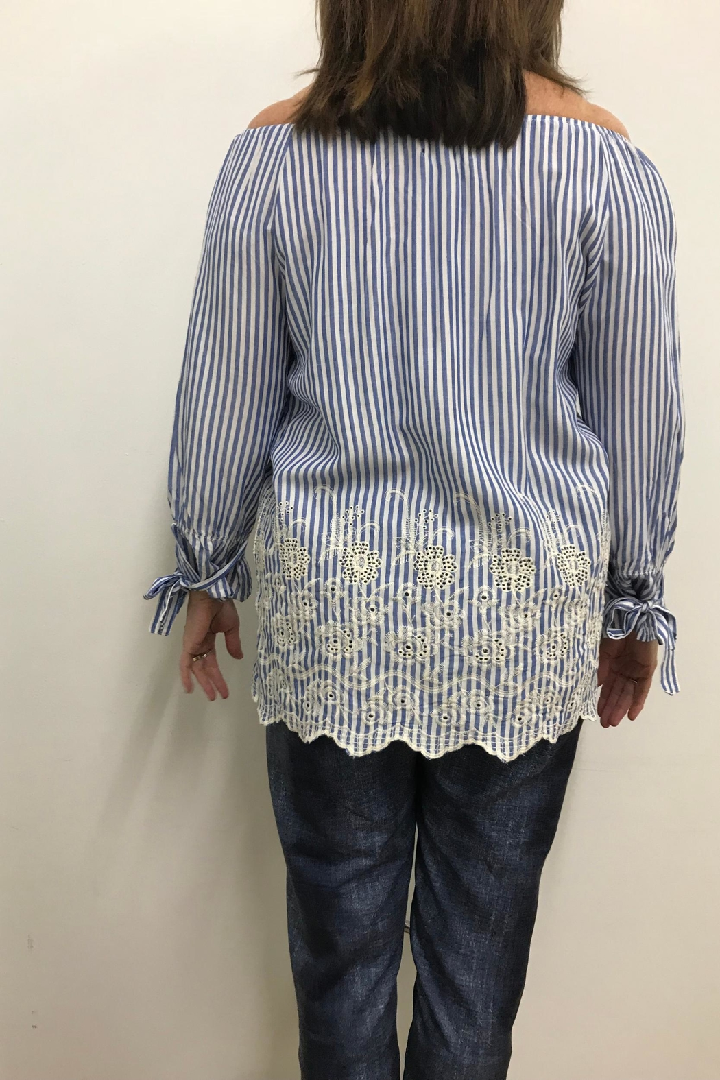 Charlie B. Embroidered Blouse - Side Cropped Image