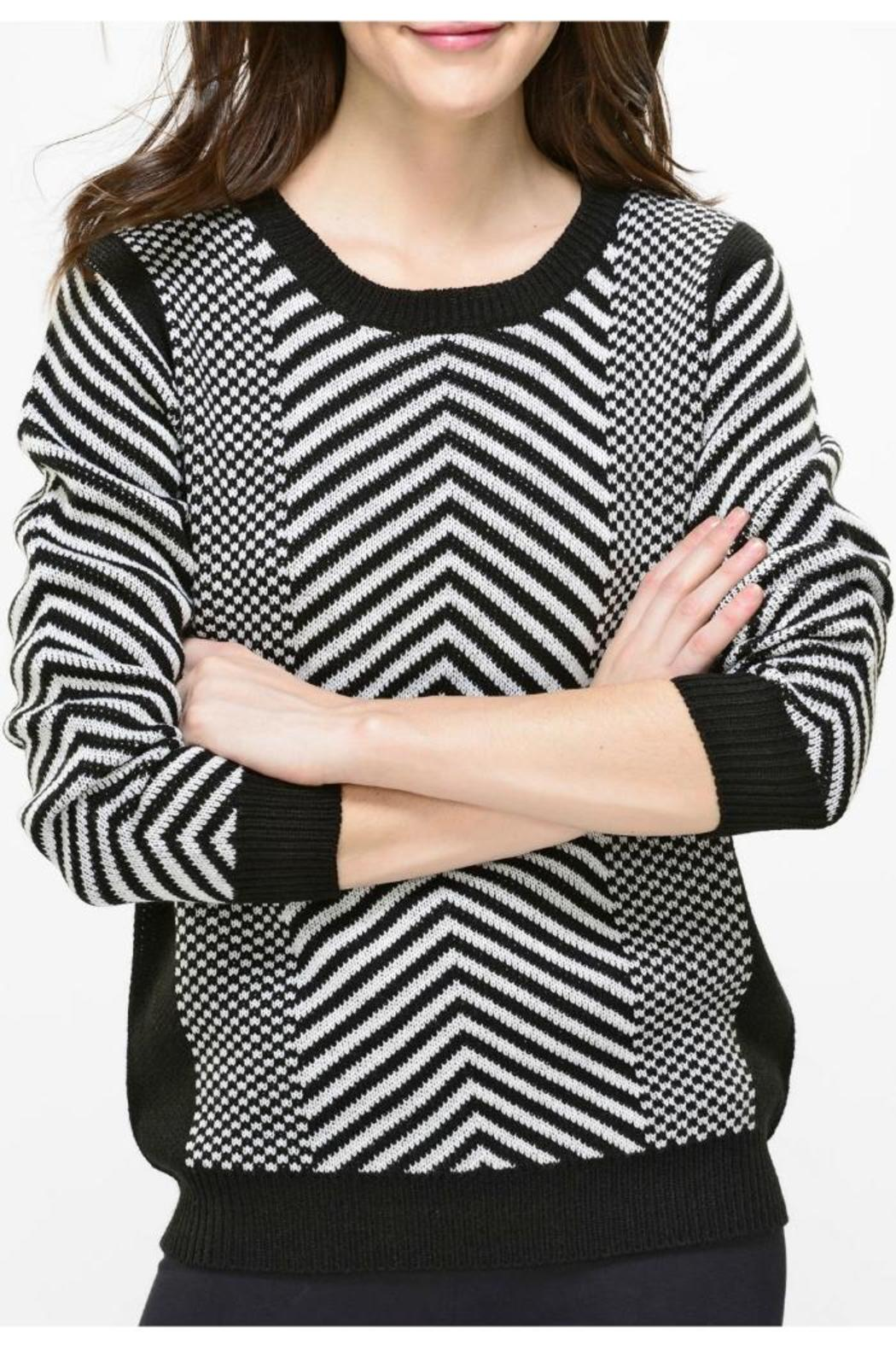 The black and white clothing collection from Banana Republic feature elegant creations for both casual and dressy occasion. Charming black and white clothing for women offers dresses and skirts to exude a powerful, sleek look.