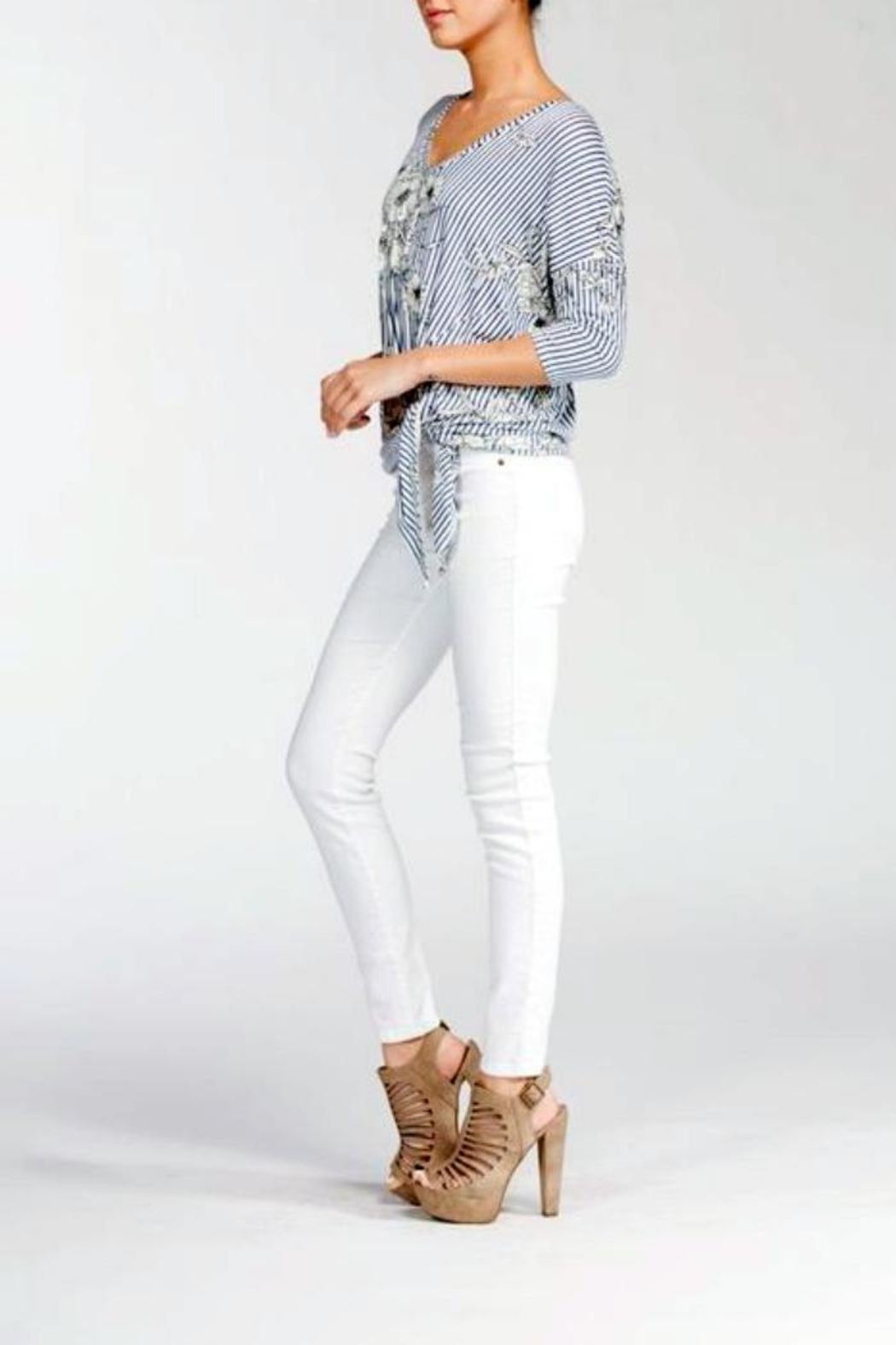 Cherish Floral Knot Top - Side Cropped Image