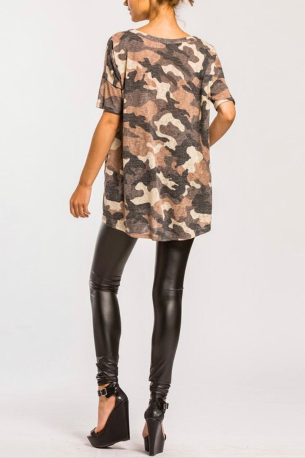Cherish High-Low Camo Top - Side Cropped Image