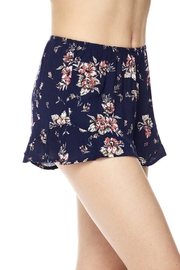 New Mix Chic Floral Short - Front full body