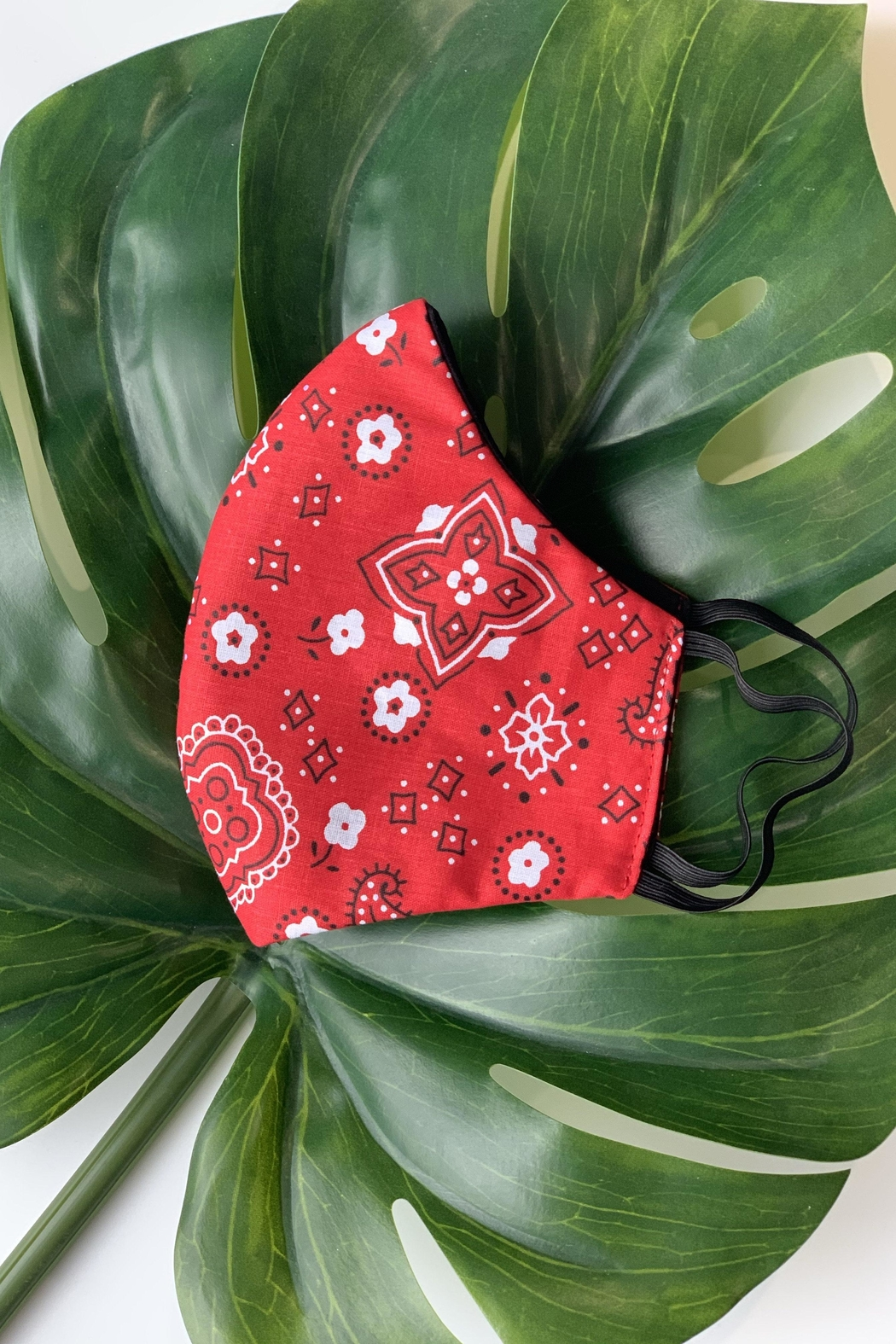 Chynna Dolls Face Mask: Reversible In Red Bandanna x Black - Side Cropped Image
